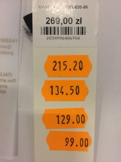 zdjęcie metek z 4-krotną obniżką cen